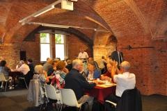 Lunch in een van de benedenruimtes van de basiliek